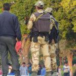 Das Taj Mahal hat für Indien einen immensen Wert - den Schutz überlässt man hier lieber dem Militär als der Polizei. Überall sieht man Soldaten.