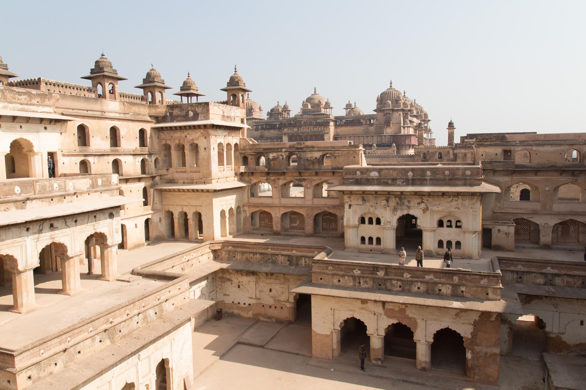 im Hintergrund das Jahangir Mahal